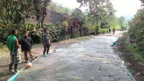 Monitoring Pengerjaaan Betonisasi Jalan Desa Cibalung